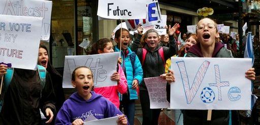 Seventh-graders at Seattle Girls' School arrive at Westlake