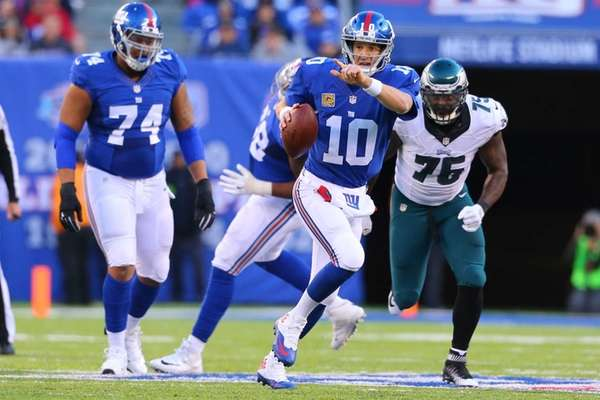 Eli Manning of the New York Giants scrambles