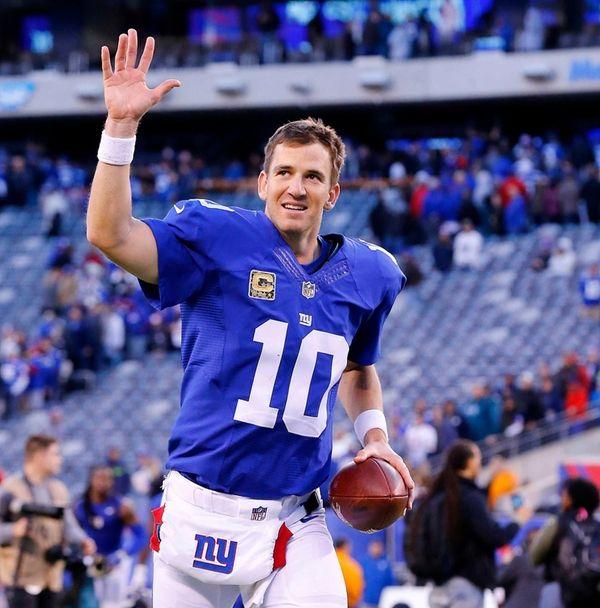 Eli Manning of the New York Giants runs