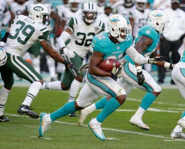 Miami Dolphins running back Kenyan Drake runs for