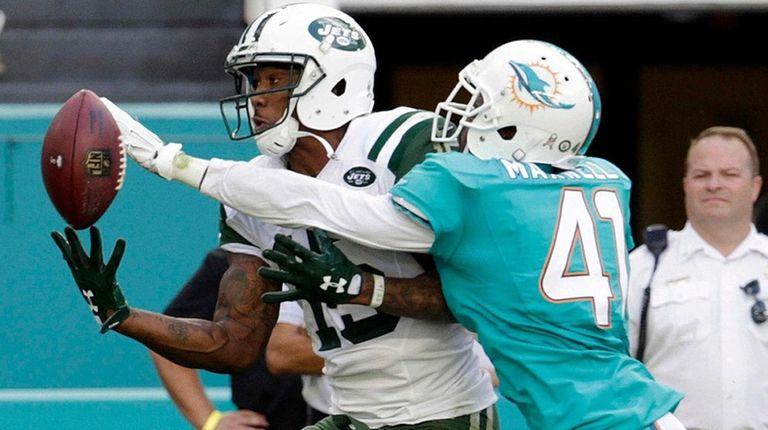 Miami Dolphins cornerback Byron Maxwell attempts to block