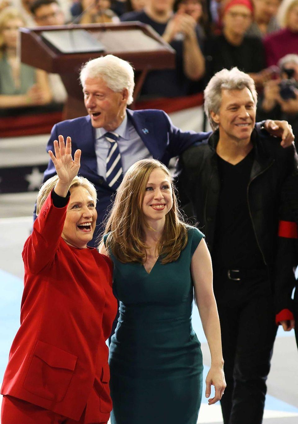 Hillary Clinton, Chelsea Clinton, Bill Clinton, and singer
