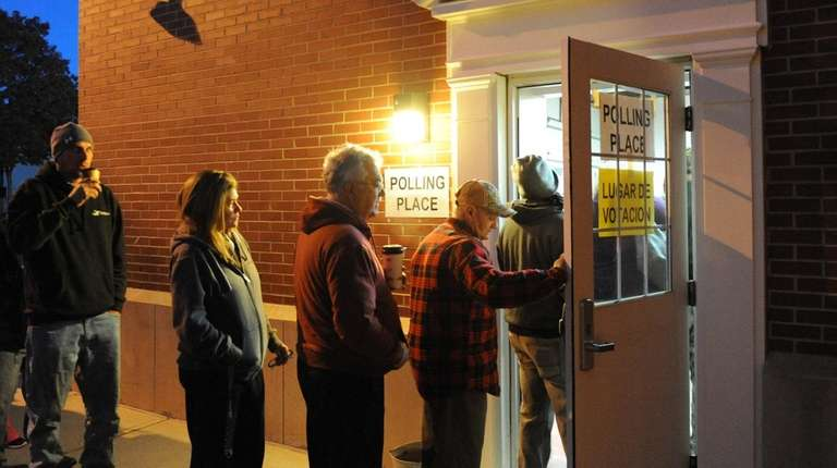 Long voting lines at the Mastic Beach firehouse