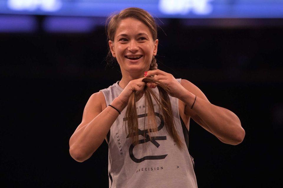UFC strawweight Karolina Kowalkiewicz braids her hair during