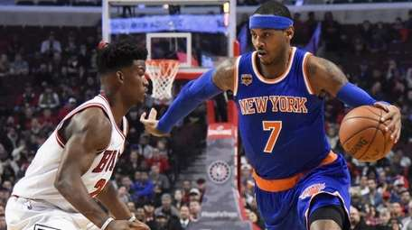 Chicago Bulls' Jimmy Butler, left, guards New York