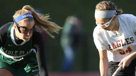 Carle Place's Samantha Reed (3) stops the ball