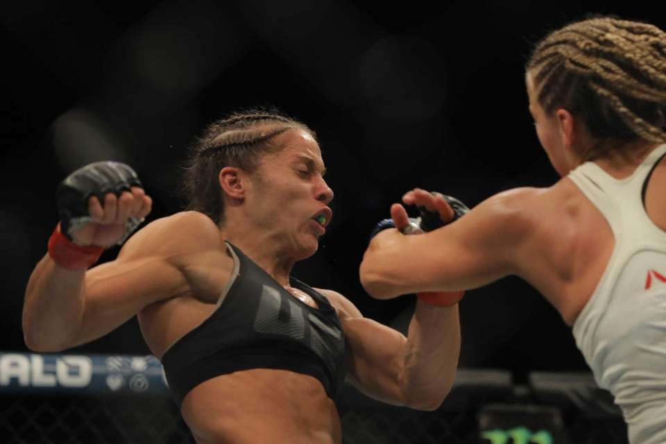 Women's bantamweight Liz Carmouche beat Katlyn Chookagian by