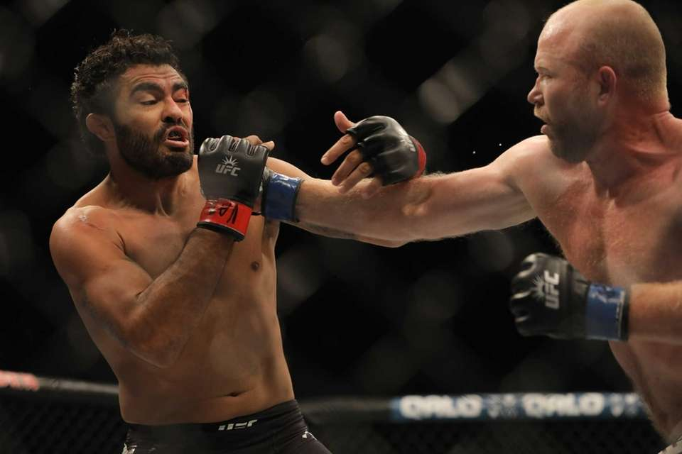 Middleweight Tim Boetsch KO'd Rafael Natal in round