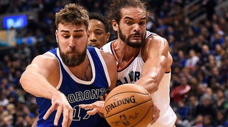 Toronto Raptors center Jonas Valanciunas (17) and New