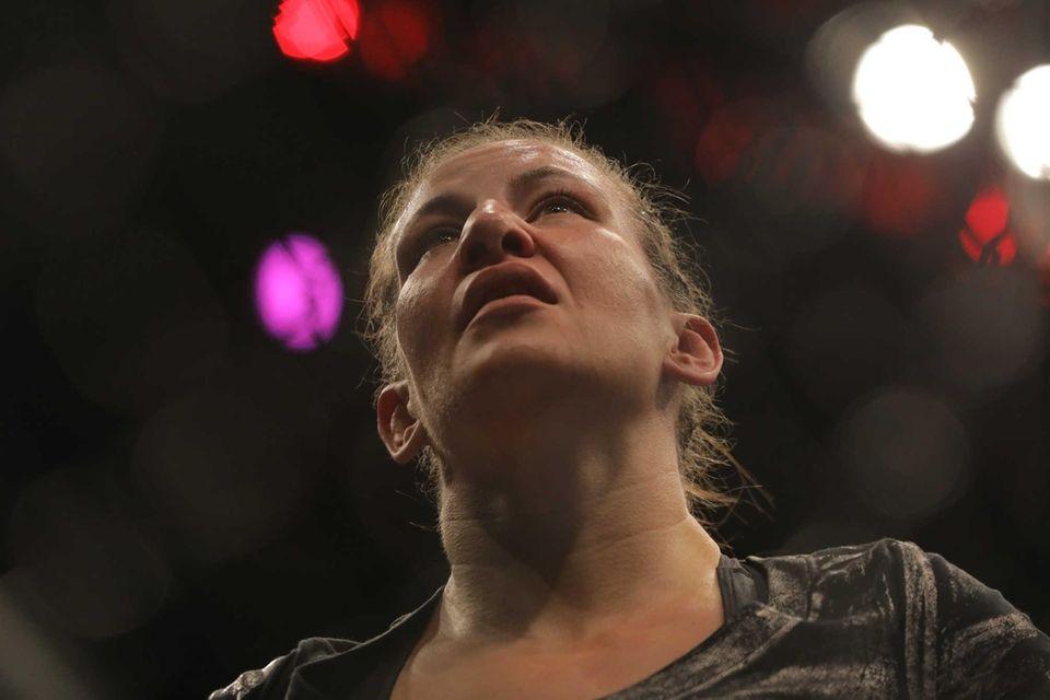 Women's bantamweight Raquel Pennington defeated Miesha Tate in