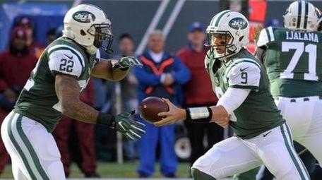 New York Jets quarterback Bryce Petty (9) hands