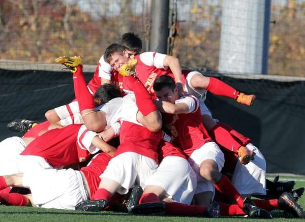 Chaminade celebrates its victory in the CHSAA state