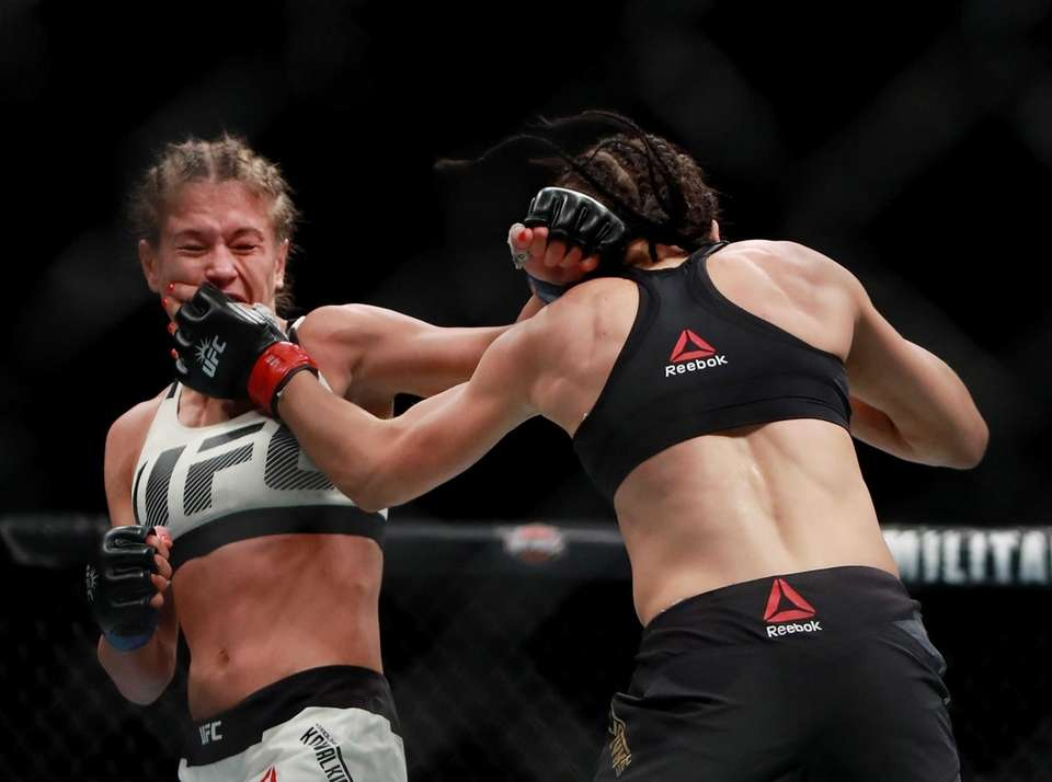 Karolina Kowalkiewicz of Poland (left) fights against Joanna