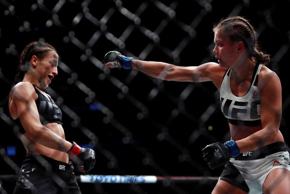 Karolina Kowalkiewicz of Poland (right) fights against Joanna