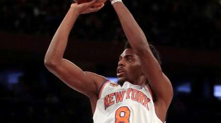 New York Knicks guard Justin Holiday (8) with