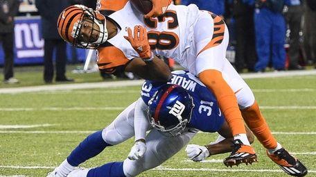 New York Giants cornerback Trevin Wade upends Cincinnati