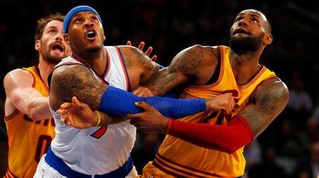 Carmelo Anthony of the New York Knicks battles