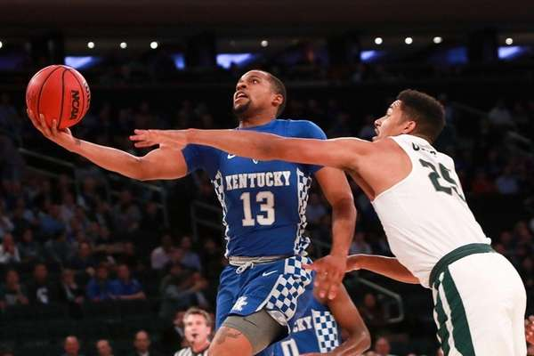Isaiah Briscoe of Kentucky puts up a shot