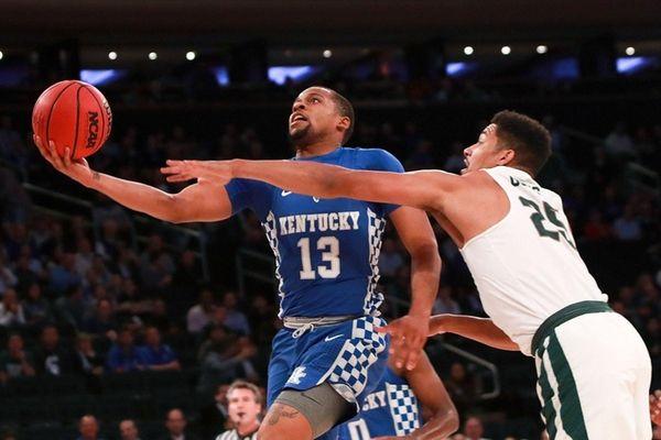Isaiah Briscoe of Kentucky puts up a shot