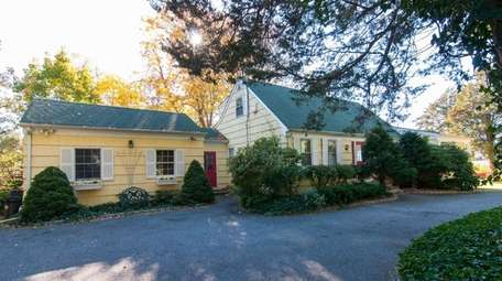 The front of a Setauket home that has