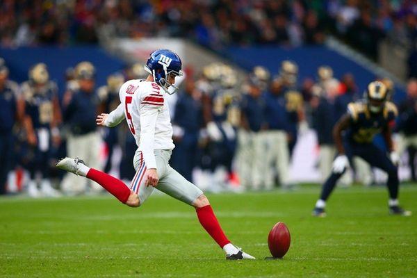 Robbie Gould of the New York Giants kicks