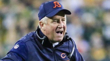 Chicago Bears head coach John Fox reacts as