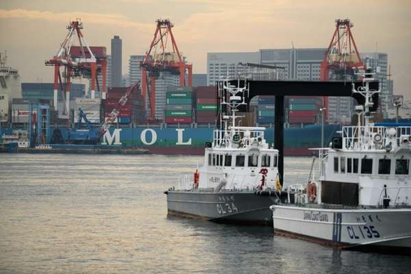 A Mitsui O.S.K. Lines Ltd. (MOL) container ship,