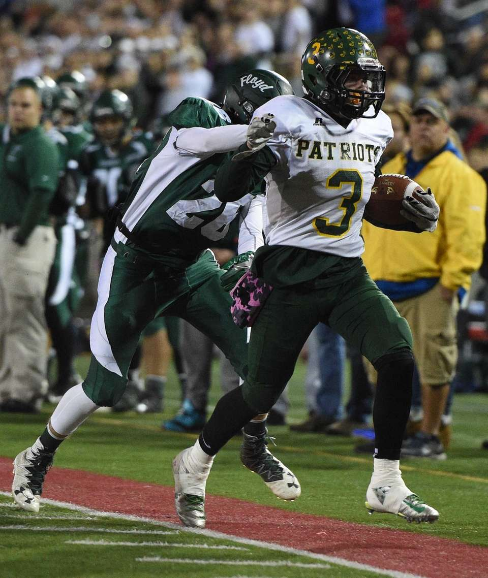 Ward Melville's Eddie Munoz runs the ball against