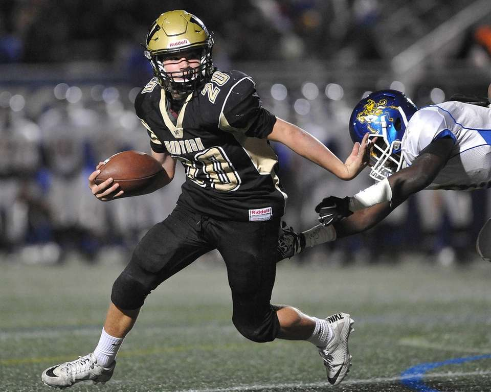 Tommy Rohan #20 of Wantagh picks up ground
