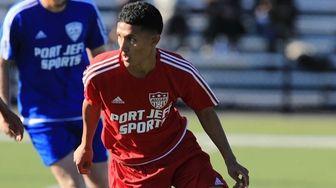 Nassau's Ronaldo Ayala #4 moves the ball through