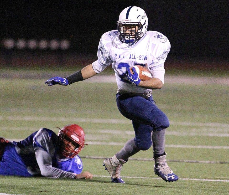 Huntington's Kieron Byrams runs the ball in the