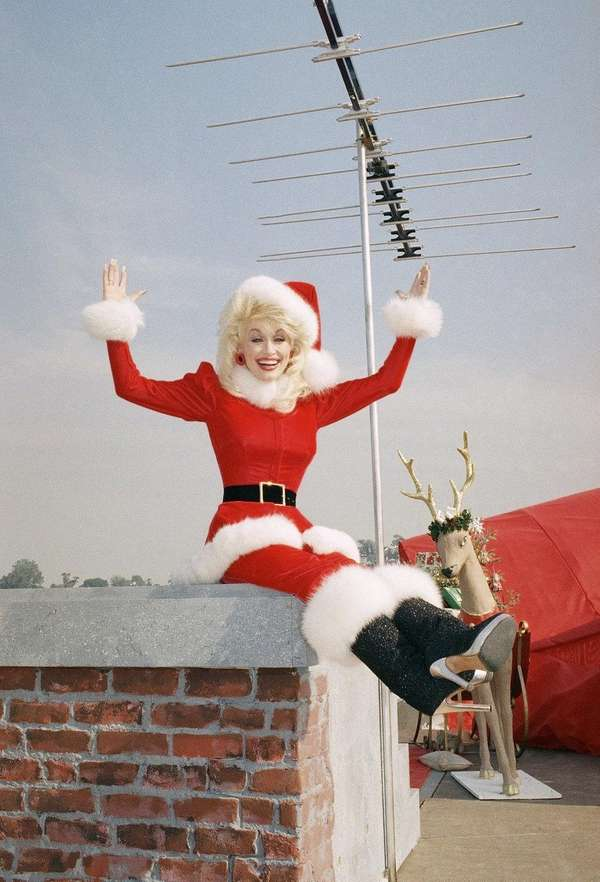 Dolly Parton gets in the holiday spirit on