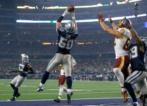 Dallas Cowboys outside linebacker Sean Lee (50) intercepts