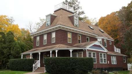 The Mount Sinai house was built in about