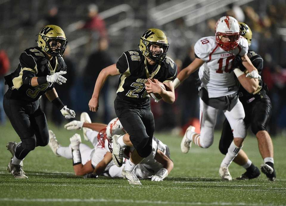 Wantagh's Tommy Rohan runs for a touchdown against