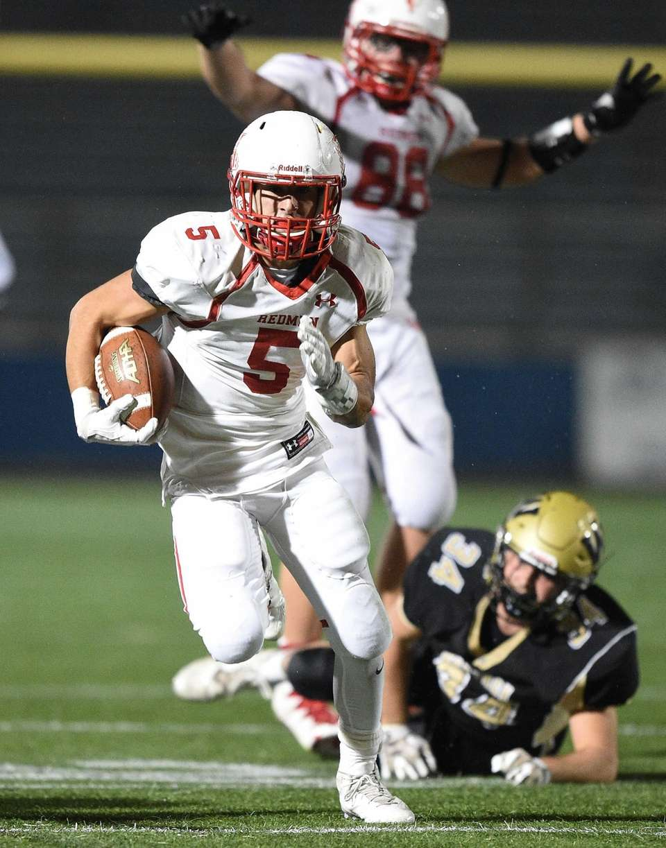 East Islip's Justin Taveras runs the football against