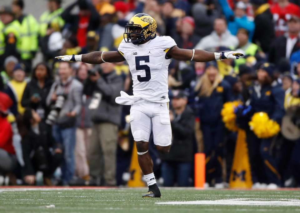 COLUMBUS, OH - NOVEMBER 26: Jabrill Peppers #5