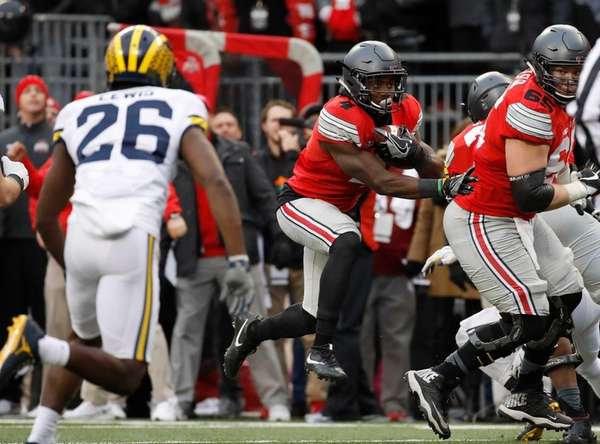 Curtis Samuel of the Ohio State Buckeyes rushes