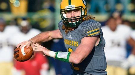 LIU Post Pioneers quarterback Jeff Kidd (2) passes