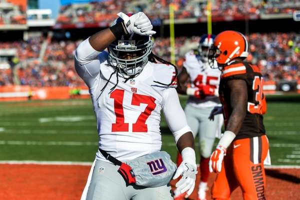 Pierre-Paul scores TD, shines as Giants beat Browns 27-13