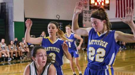 Westhampton Beach's Lindsay Rongo (35) looks for a