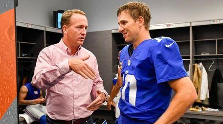 New York Giants quarterback Eli Manning talks with