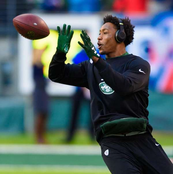 New York Jets wide receiver Brandon Marshall catching