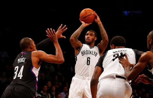 Sean Kilpatrick of the Brooklyn Nets puts up