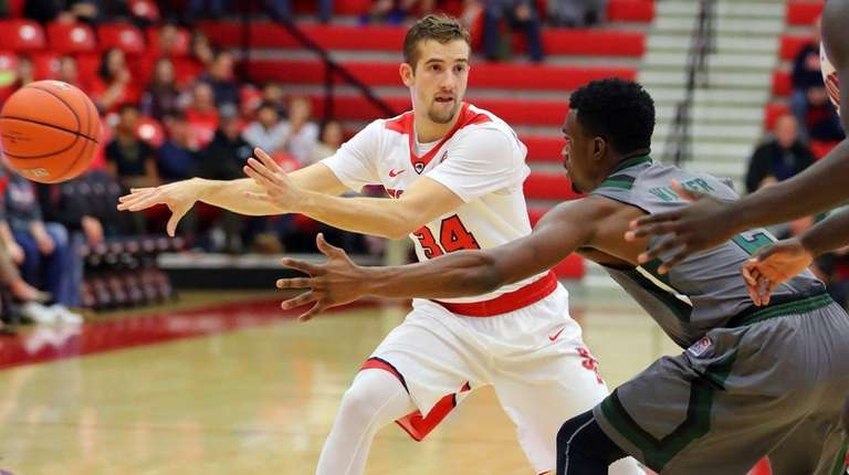 Stony Brook's Lucas Woodhouse passes during 71-70 loss