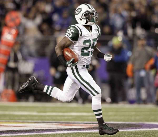 Joe McKnight returns a kickoff 107 yards for