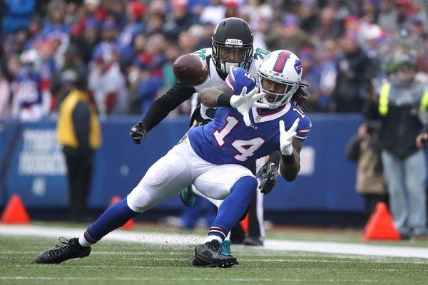 Sammy Watkins #14 of the Buffalo Bills catches