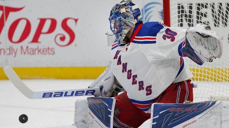 New York Rangers goalie Henrik Lundqvist makes a