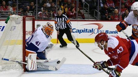 New York Islanders goalie Jaroslav Halak (41), of