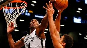 Rondae Hollis-Jefferson of the Brooklyn Nets blocks a